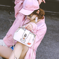 2017新款夏季个性时尚口红刺绣医生包百搭链条包手提单肩斜跨包