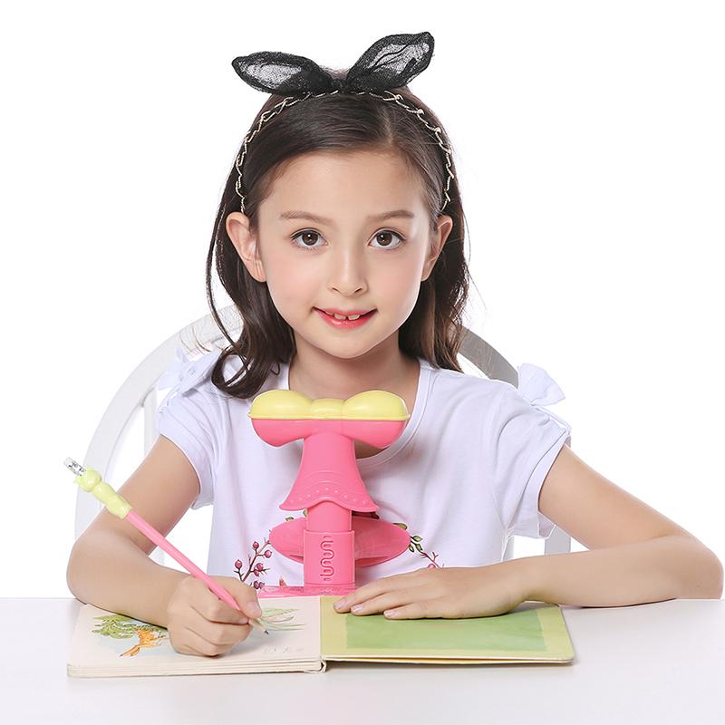 可爱小孩写字图片